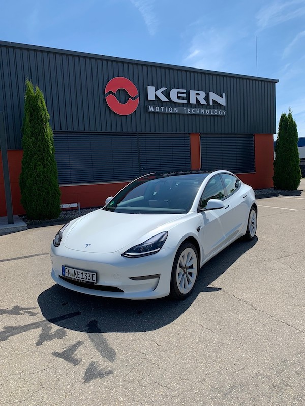 E-Auto bei Elektromoterenhersteller
